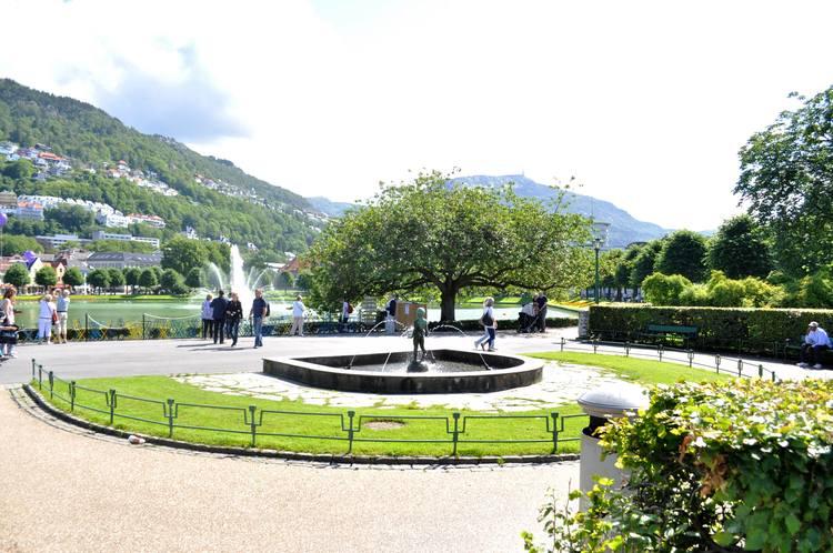 Byparken, med Lille Lungegårdsvann i bakgrunnen.