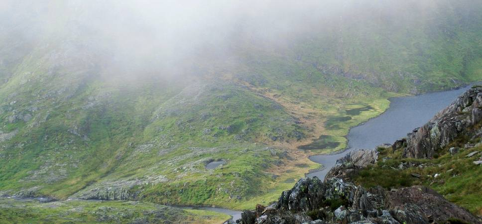 Turen opp mot Gullfjellstoppen er bratt, med utsikt mot Bergens største drikkevansskilde dersom du starter fra vestsiden. Foto.
