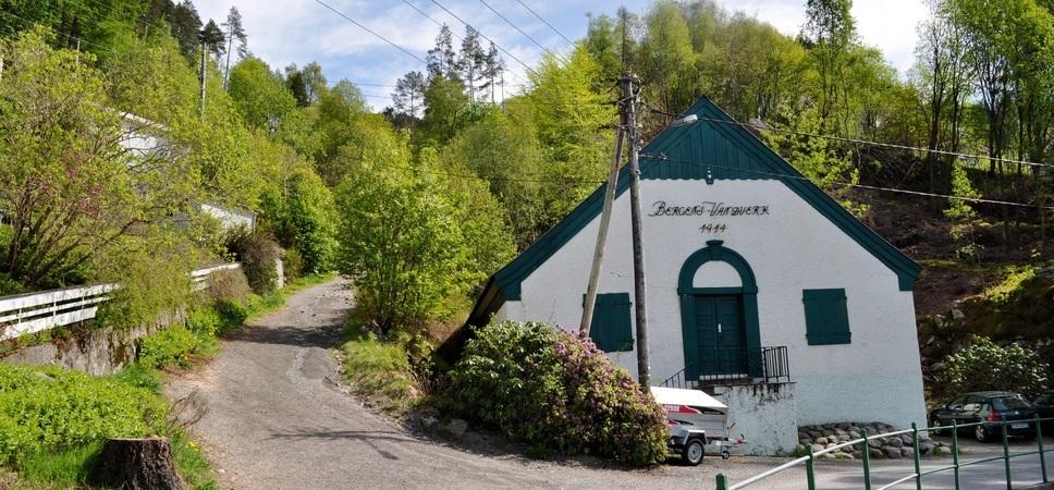 Starten på Skredderdalen ved den gamle Bergens Vannverk-bygningen i Fjellveien. Foto.