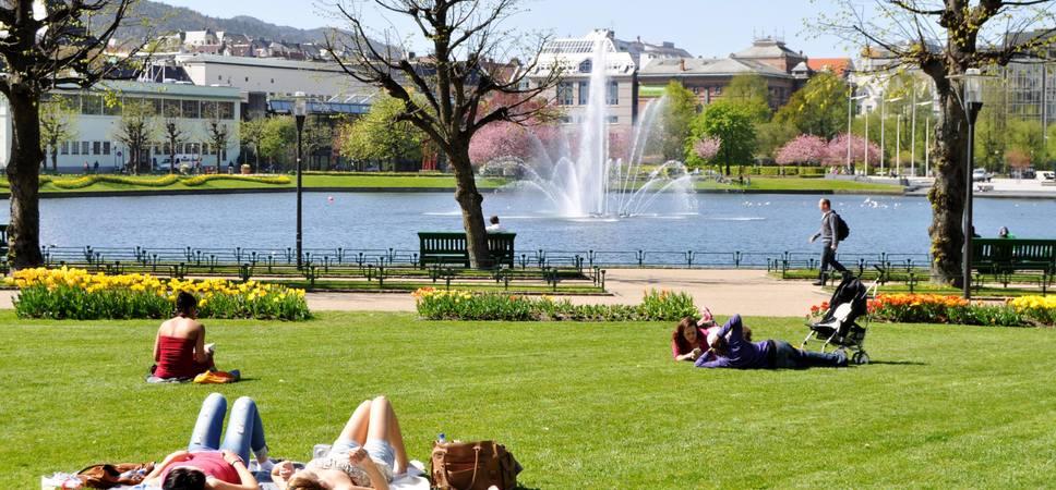 Byparken og fontenen i Lille Lungegårdsvann. Foto.