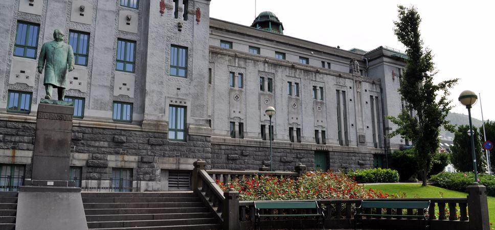 Fasaden til Den Nationale Scene. Foto.
