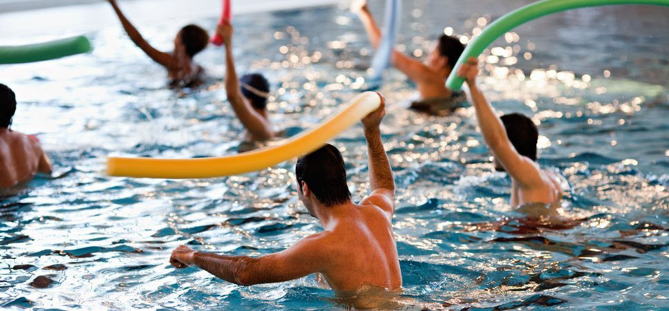 Students swimming in a pool. Photo.