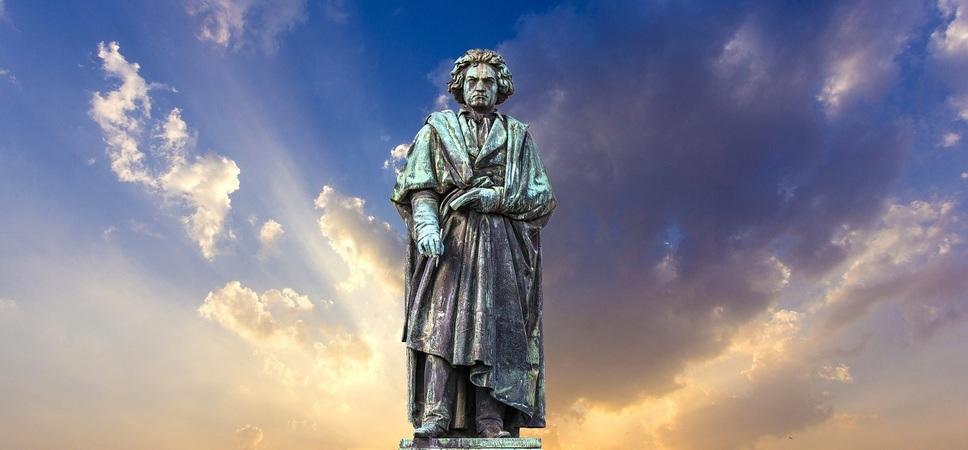 Statue av Beethoven. Foto.